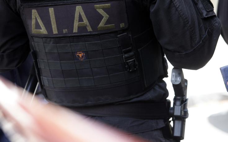 Στα χέρια της αστυνομίας ανήλικοι που άνοιγαν αυτοκίνητα στη Λαμία
