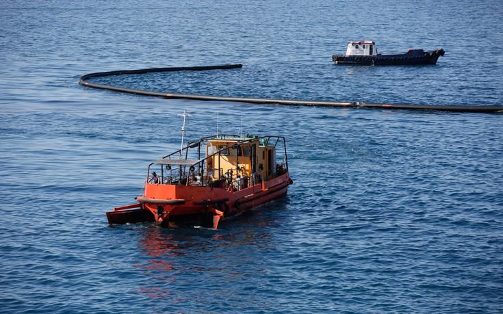 Πετρελαιοκηλίδα εντοπίστηκε στη θάλασσα στον Άγιο Κοσμά