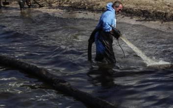 Τα βήματα για τον καθαρισμό του Σαρωνικού από το πετρέλαιο