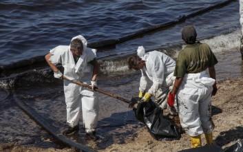 Μηνύσεις ετοιμάζουν οι Δήμαρχοι για τη ρύπανση στο Σαρωνικό