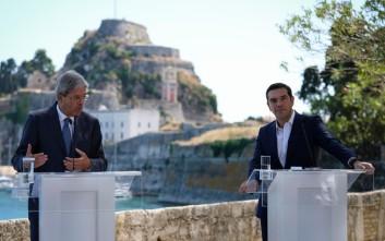 Σύμπλευση Τσίπρα-Τζεντιλόνι για τη νέα αρχιτεκτονική της ευρωζώνης