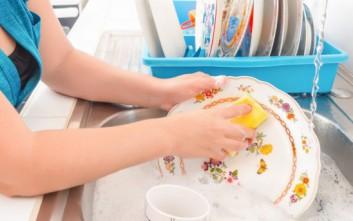 Τρεις συμβουλές για γρήγορο πλύσιμο των πιάτων