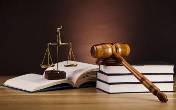 Αναγνωρισμένες νομικές σπουδές από το Γαλλικό Κολλέγιο IdEF με φοίτηση στην Αθήνα