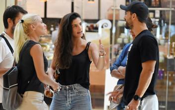 Η χαλαρή βόλτα για ψώνια και η συνάντηση με τη Λάουρα Νάργες