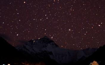 Ο έναστρος ουρανός του Θιβέτ προσφέρει απλόχερα στιγμές μαγείας