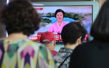 Ποια είναι η κυρία με τα ροζ που θα ενημερώσει τον πλανήτη πως έγινε πυρηνική επίθεση