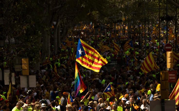 Πιθανόν τη Δευτέρα η ανακήρυξη της ανεξαρτησίας της Καταλονίας