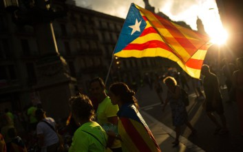 Οι Καταλανοί απαντούν στη βία με γενική απεργία