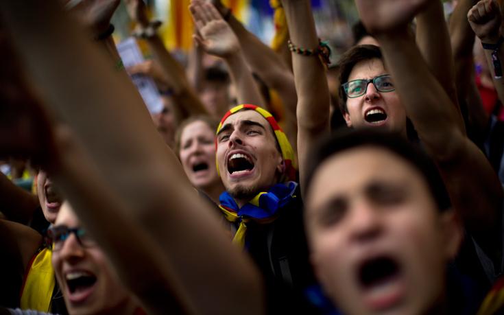 Αν και υπάρχουν συνθήκες εμφυλιακές, δε θα δούμε μια ένοπλη σύγκρουση στη Καταλονία για έναν και μόνο λόγο