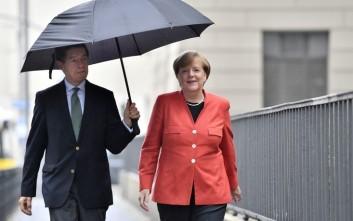 Προβληματισμός στο κόμμα της Μέρκελ για το ιστορικό χαμηλό