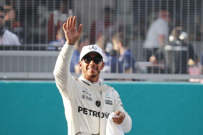 Τελευταίος ο Φέτελ, στην pole position ο Χάμιλτον