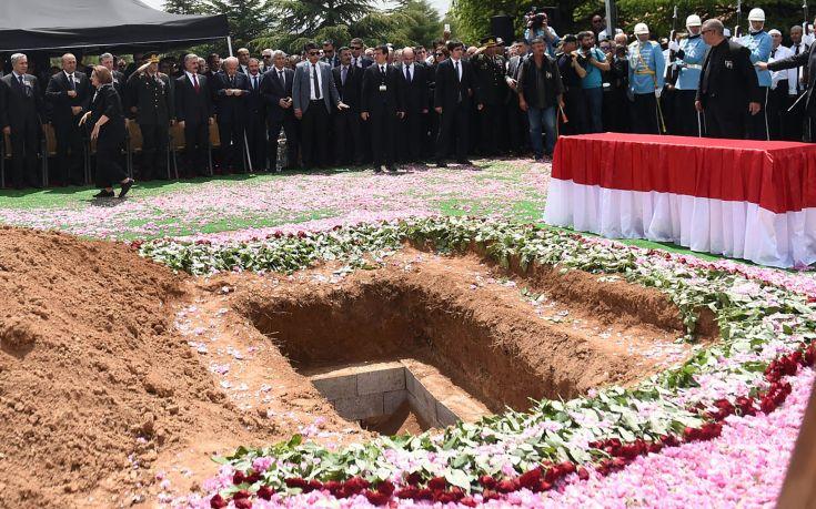 Η Τουρκία καταργεί το «Πένθιμο Εμβατήριο» του Σοπέν στις κηδείες