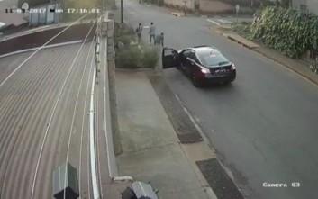 Προσπάθησαν να την κλέψουν αλλά το περιεχόμενο της τσάντας της έδωσε... υπερδυνάμεις