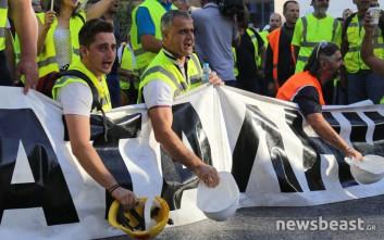Έκλεισαν τη Μεσογείων στο υπουργείο Περιβάλλοντος οι διαδηλωτές μεταλλωρύχοι