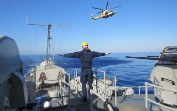 Η Αθήνα έστειλε πολεμικό πλοίο στην Κύπρο, ενώ η Τουρκία διατηρεί την ένταση