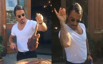 Υγειονομικοί μπελάδες για τον σεφ Νουσρέτ που αλατίζει το κρέας με ξεχωριστό τρόπο