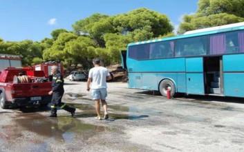 Πυρκαγιά σε λεωφορείο στην εθνική οδό έξω από τη Λάρισα