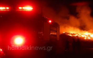 Μάχη και τη νύχτα με τη μεγάλη φωτιά στην Κασσάνδρα