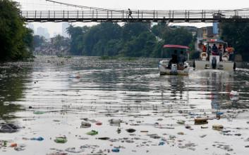Μόλις πέντε χώρες ευθύνονται για το 60% της μόλυνσης των θαλασσών με πλαστικά