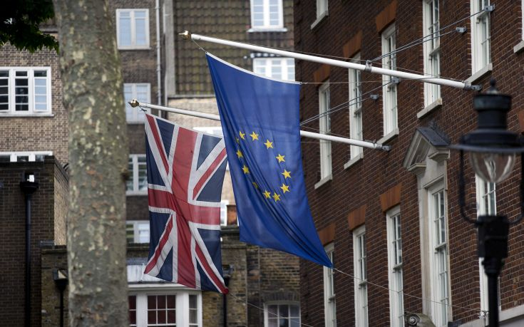 Το βορειοϊρλανδικό DUP προειδοποιεί την Τερέζα Μέι για το Brexit
