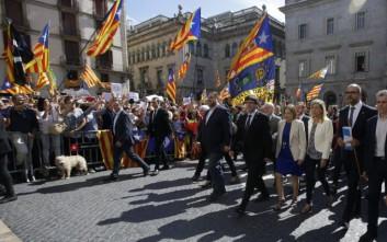 «Μαδρίτη-Βαρκελώνη, δύο τρένα που οδεύουν προς σύγκρουση και κανένα δεν πατάει φρένο»