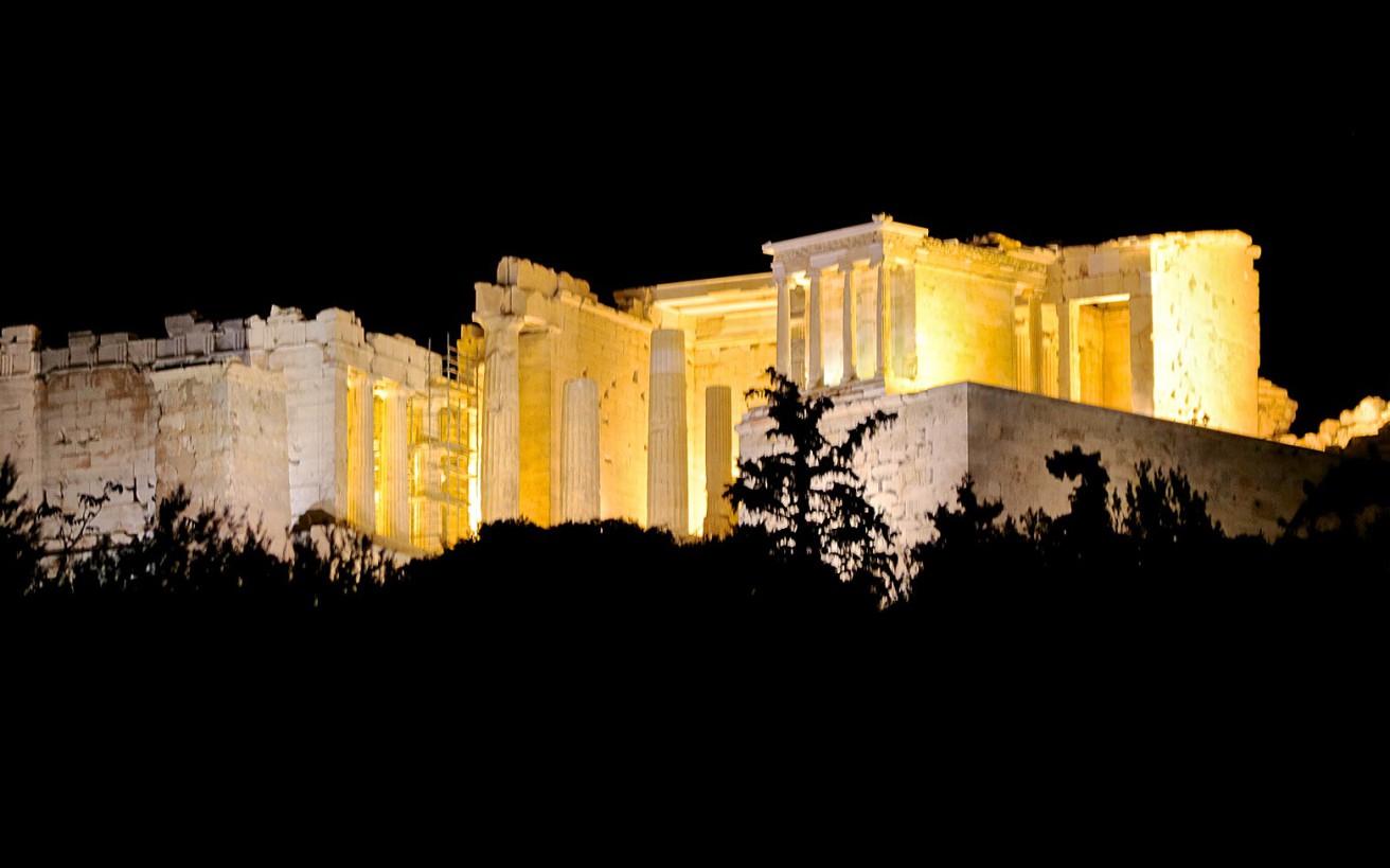 Σβήνουν τα φώτα στα μνημεία της Αθήνας;