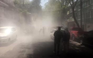 Τμήμα κτιρίου καταρρέει την ώρα του σεισμού στο Μεξικό
