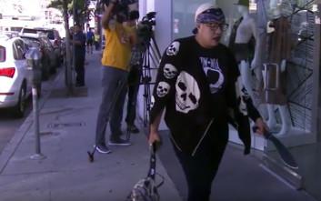 Γυναίκα εισέβαλε σε μπουτίκ των Καρντάσιαν με πιστόλι και ματσέτα