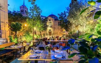 Τέσσερα wine bars με τραπεζάκια έξω στο κέντρο της Αθήνας