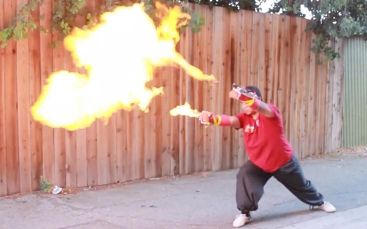Tα γάντια-φλογοβόλο για να παίξεις Street Fighter στον πραγματικό κόσμο