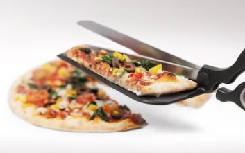 Αν φτιάχνετε σπιτική πίτσα, αυτό το εργαλείο θα το λατρέψετε
