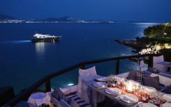 Αθηναϊκά εστιατόρια για ρομαντικό δείπνο πάνω στο κύμα