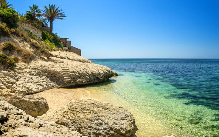 Πρόστιμο 3.000 ευρώ σε όσους παίρνουν άμμο από την παραλία