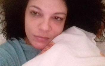 Η «καλημέρα» της Τάνιας Τρύπη που ποζάρει χωρίς ίχνος μακιγιάζ