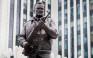 Το μνημείο του Καλάσνικοφ είχε ένα σοβαρό λάθος το οποίο «διορθώθηκε»