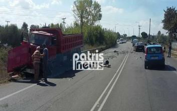 Μετωπική φορτηγού με αυτοκίνητο στη διασταύρωση της Νέας Μανωλάδας