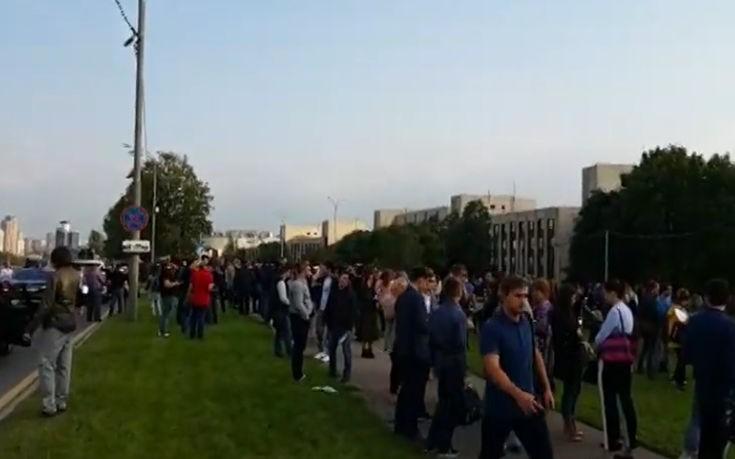 Απομακρύνθηκαν 10.000 άνθρωποι στη Μόσχα μετά από τηλεφωνήματα για βόμβες