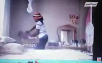 Σοκαριστικό βίντεο δείχνει νταντά να πετά μωρό στην κούνια του