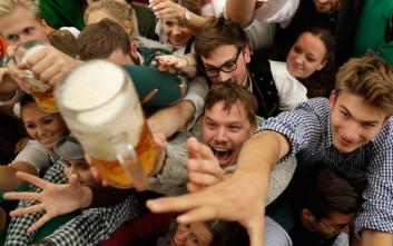 Υπάρχει δουλειά που σε πληρώνει για να πίνεις μπίρες κάθε βδομάδα