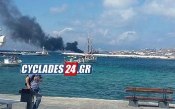 Φωτιά σε θαλαμηγό στη Μύκονο, επιβάτες πήδηξαν στη θάλασσα
