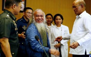 Ελεύθερος καθολικός ιερέας που ήταν όμηρος τζιχαντιστών στις Φιλιππίνες