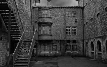 Τολμάτε να περάσετε μια βραδιά στην πιο στοιχειωμένη φυλακή της Βρετανίας;