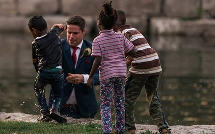 Γαμπρός έπεσε σε ποτάμι την ώρα της φωτογράφισης για να σώσει ένα παιδί
