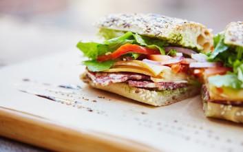 Το μυστικό για να μην πανιάζει το ψωμί του σάντουιτς