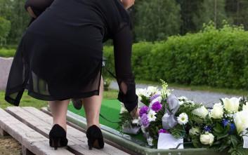 Γυναίκα πενθούσε για 14 χρόνια σε κάθε εύκαιρη κηδεία για να τρώει τζάμπα