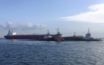 Σύγκρουση πλοίων με δύο νεκρούς στη Σιγκαπούρη
