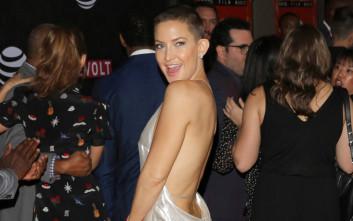 Η Kate Hudson με σέξι εξώπλατο φόρεμα