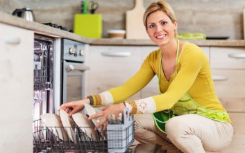 Τρία πράγματα που δεν πρέπει να βάλετε στο πλυντήριο πιάτων