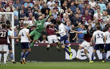 Tottenham's goalkeeper Hugo Lloris, centre left, leaps as West Ham and Tottenham players compete for a corner during the English Premier League soccer match between West Ham United and Tottenham Hotspur at the London Stadium in London, Saturday Sept. 23, 2017. (AP Photo/Tim Ireland)