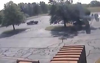 Μικρό αεροσκάφος έπεσε πάνω σε δέντρο και ο 79χρονος πιλότος βγήκε ζωντανός